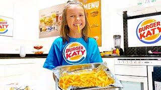 Катя открыла новое кафе у себя дома Burger Katy