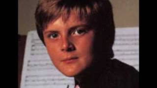 Aled Jones(treble) - Little road to Bethlehem.wmv