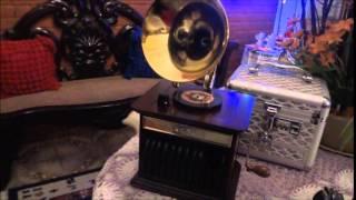 gramophone christmas music box; caixa de música de gramofone natal;蓄音機クリスマスオルゴール 留聲機聖誕音樂盒;