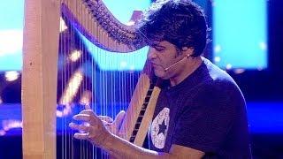 """Supertalent 2013 Alfredo Portillo mit """"Fragile"""" von Sting auf der Harfe"""