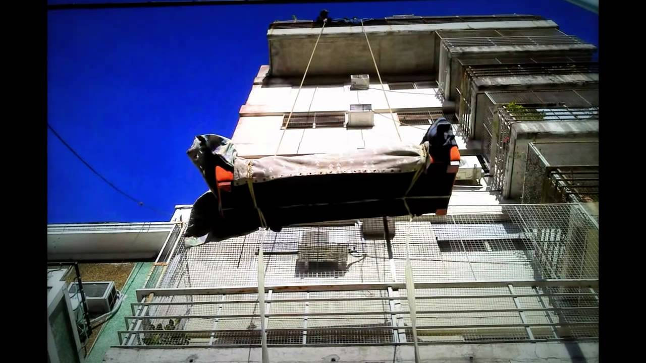 Subir y o bajar muebles por balcon con sogas youtube - Como subir muebles por escalera caracol ...