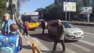 Пассажиры 11-го автобуса остались без транспорта из-за ДТП на Стрелке