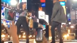 Video Alicia Keys Perform In Times Square With Jay Z & Nas download MP3, 3GP, MP4, WEBM, AVI, FLV Agustus 2018