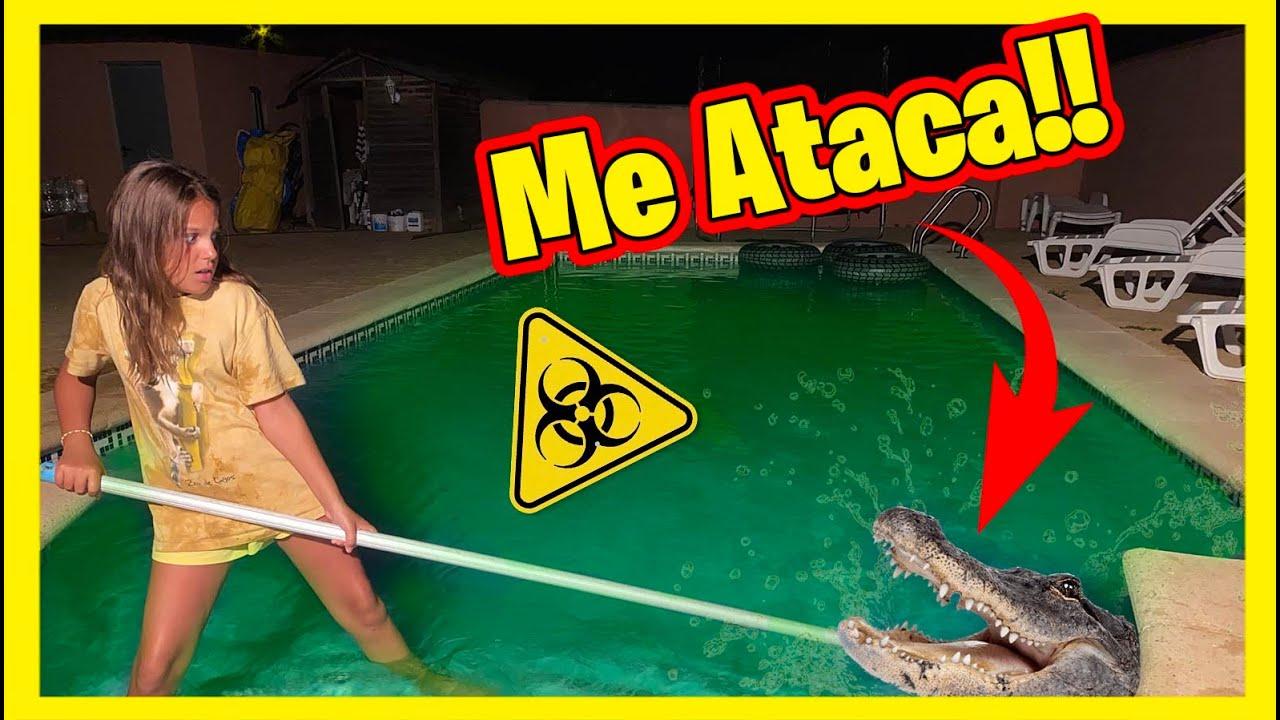 ** ME ATACA ** Un COCODRILO GIGANTE se ha colado en mi piscina toxica Y Me MUERDE