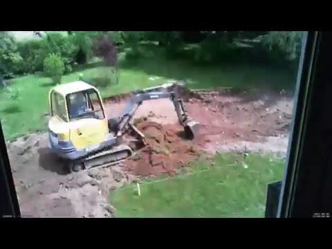 Construction piscine jour 1 terrassement for Construction piscine desjoyaux youtube