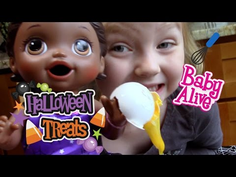 BABY ALIVE bakes a CAKE! The Lilly and Mommy Show! Baby Alive toy play.