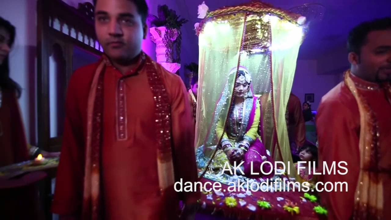 Mehndi Bride Entrance S : Pakistani bride s mehndi doli entrance youtube