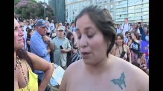 """Cientos de mujeres se muestran en un """"tetazo"""" por el """"topless"""""""