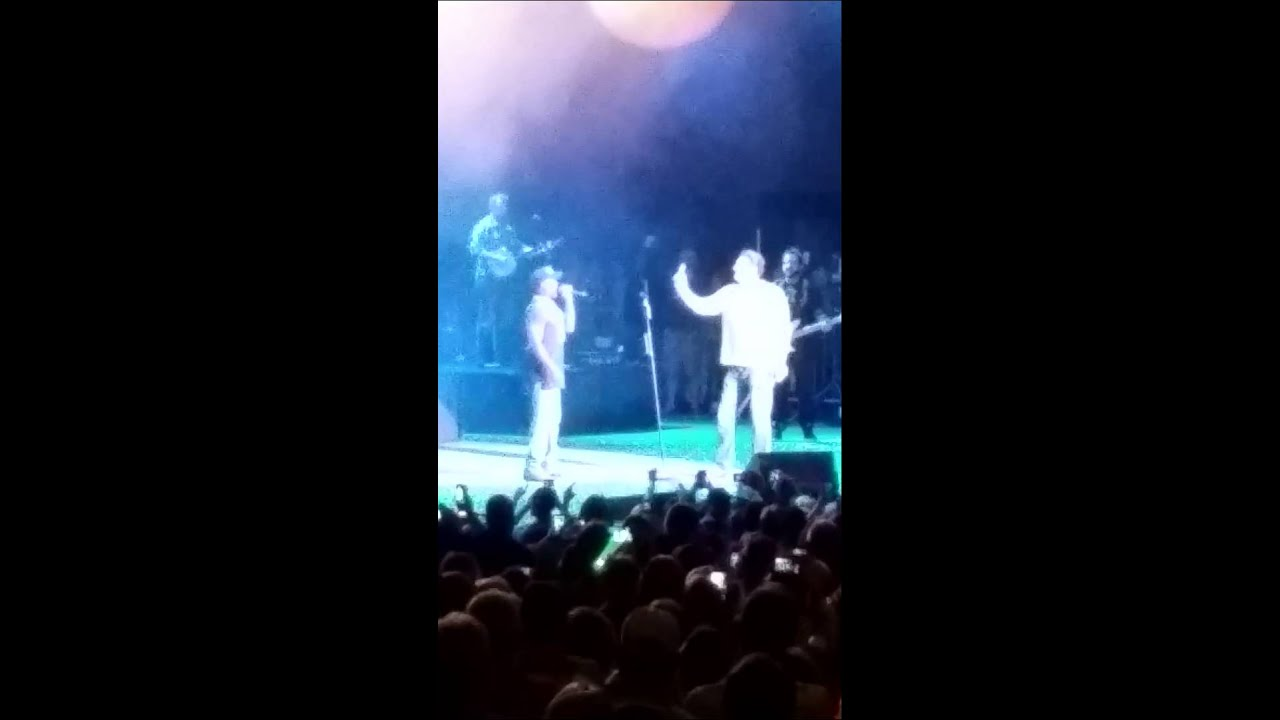 Darius Rucker sings Notre Dame fight song - YouTube