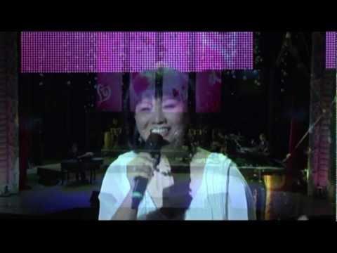 Triệu đóa hoa hồng Cẩm Vân - Tiếng Nga & Tiếng Việt (Live)