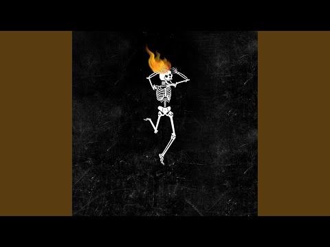 Скелет с горящей головой
