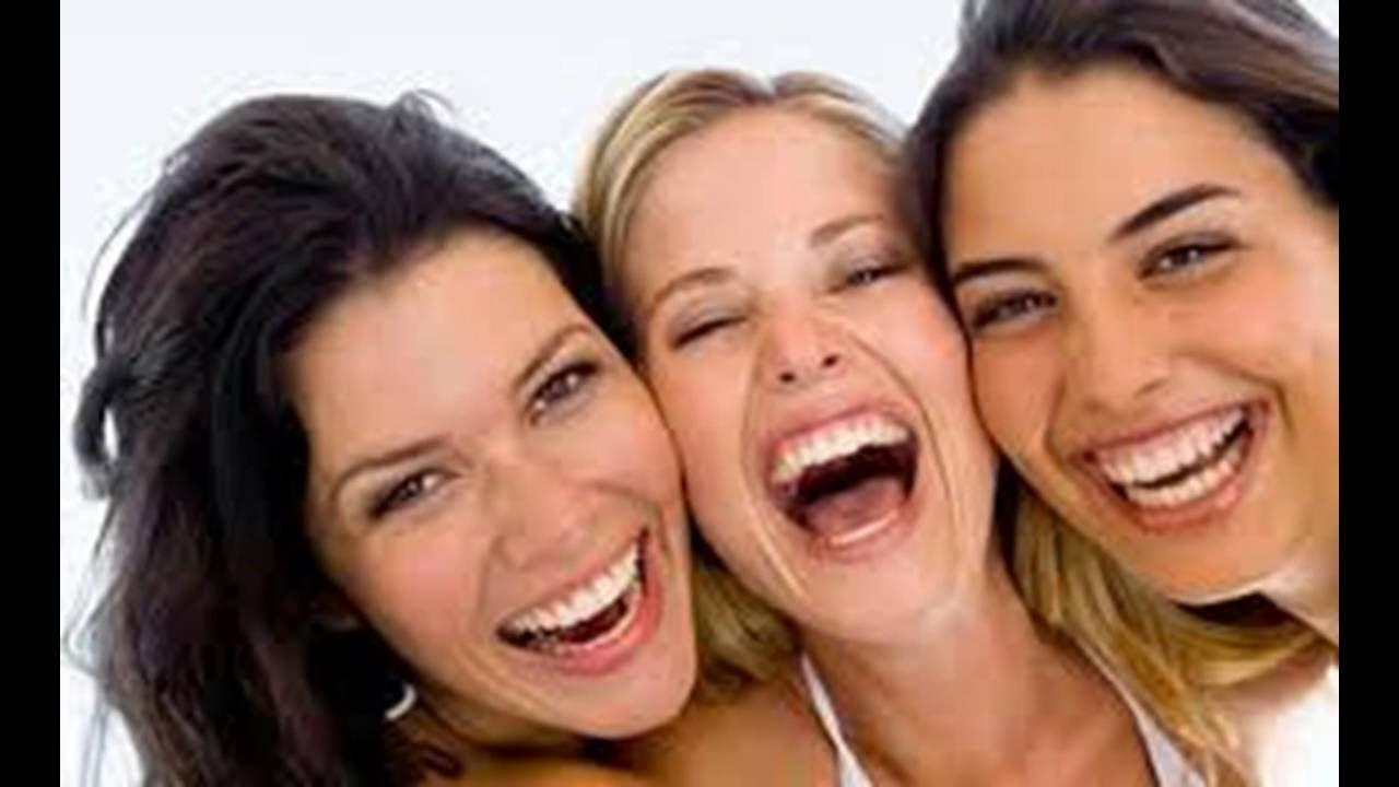 Resultado de imagem para mulheres a rir à gargalhada