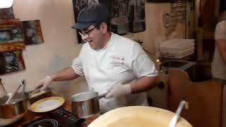 Приготовление пасты прямо в голове сыра