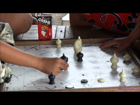 Playing Thai Chess (Makruk)