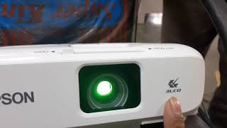 Unboxing Epson EB-X05 LCD Projector