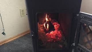 Jotul Wood Stove: Efficient heating and cooking on a wood stove