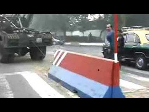 Devyani Khobragade's arrest: police lift barricades outside US embassy in Delhi