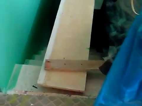 Натяжные потолки над лестницей.