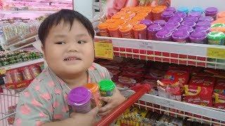 Đồ chơi trẻ em bé pin đi mua xúc xích doremon❤ PinPin TV ❤ Baby toys buying sausage