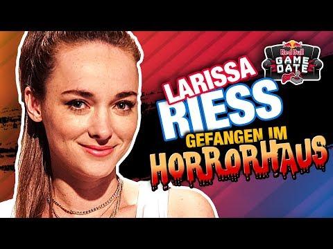 Larissa Rieß - Gefangen im Horrorhaus & VR-Lichtschwert-Action | Red Bull Game Date