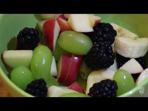 Mayo Clinic Minute: How to eat healthy while on the run
