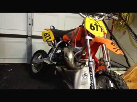 HOW TO CHANGE A KTM 50 top end !!