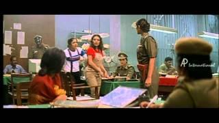 Snegithiye - Jyothika escapes from Police station