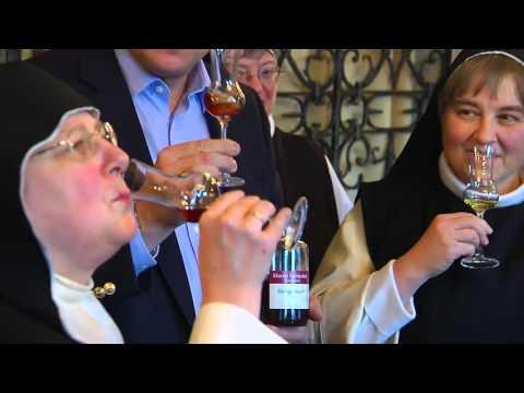 Zisterzienserinnen im Kloster Lichtental stellen drei neue Klosterliköre nach Rezepten von 1639 vor