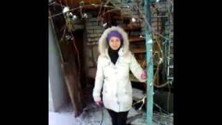Аришка Милашка и снег с крыши))(, 2011-12-21T16:04:57.000Z)