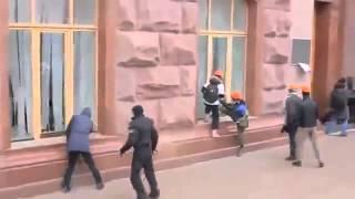 ПОСЛЕДНИЕ НОВОСТИ БЬЮТ ОКНА Штурм администрации президента в Киеве