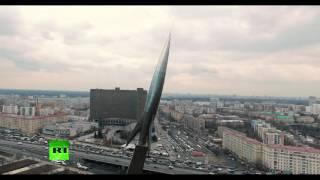 Беспилотник снял монумент «Покорителям космоса» в Москве