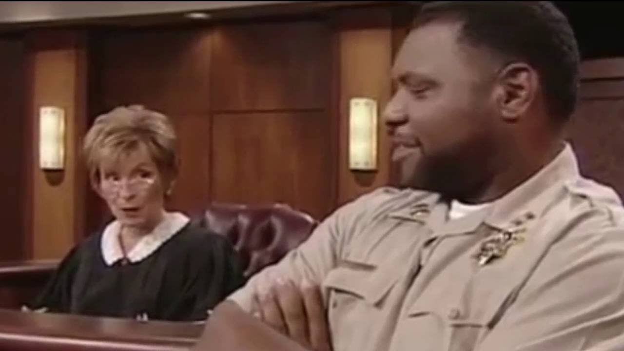 The sexual tension between judge judy and the bailiff for I bureautique baillif