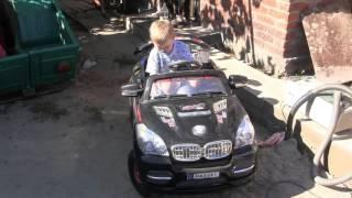 Детский электромобиль, Мини автомобиль для малышей, учимся ездить в 2года! Детские электромобили(Приветствую Вас на моем канале AWTOMASTER. На нем Вы можете увидеть много полезного видео как по ремонту автомоб..., 2015-09-22T07:53:55.000Z)