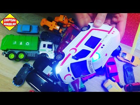 Oyuncak Ambulans ve Oyuncak Arabalar Simli Yolda Çarpışan Arabalar