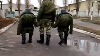 Армейский прикол-Солдаты карлики))))))