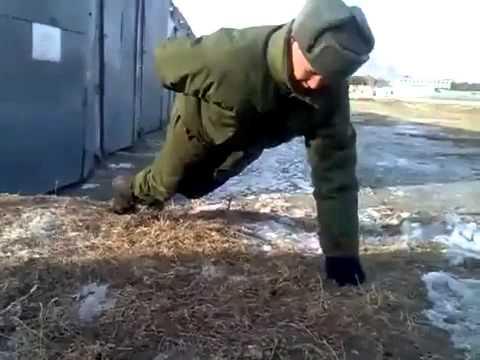 Ellerini Kullanmadan Şınav Çeken Asker