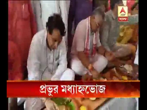 Union Railway Minister Suresh Prabhakar Prabhu taking lunch in a Dalit's House at Howrah: