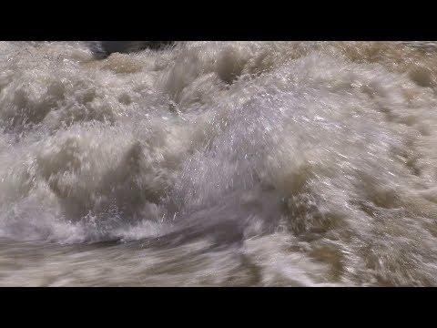 পদ্মা নদীর ভয়ানক ঢেউ দেখুন! Dangerous Waves in Padma River; Padma River, Bangladesh