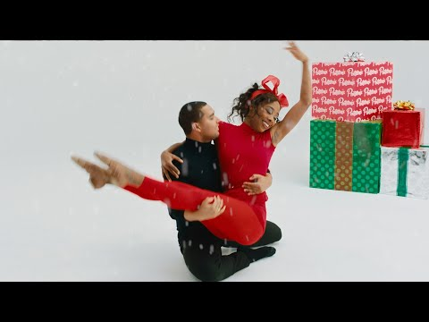 Смотреть клип Pentatonix Ft. Whitney Houston - Do You Hear What I Hear?