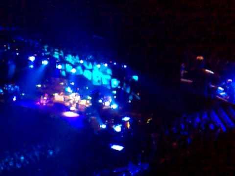 Paul Weller live at the 02 - Broken stones part 2