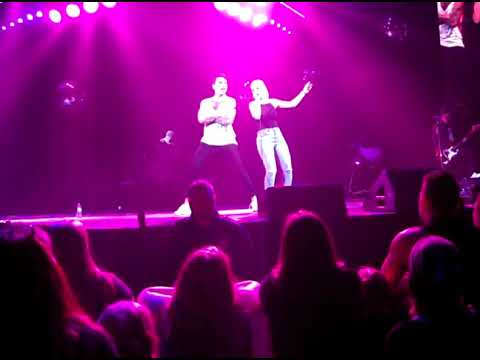 Audience Member sings with Hedley (Amie Weisgerber) kiss you inside out