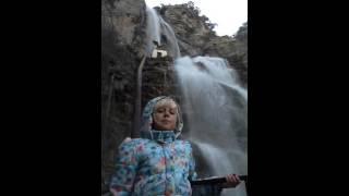 В Крыму ужасы! Девочка под водопадом Учан-Су!(, 2016-02-17T06:17:34.000Z)