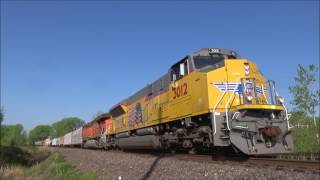 EMD SD70ACe Tier 4 Leading Union Pacific Manifest