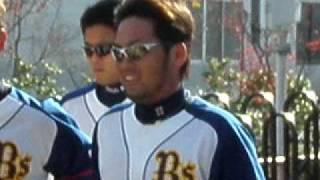 神戸サブ球場外周をランニングする、岸田投手、大引選手、吉野投手、香...