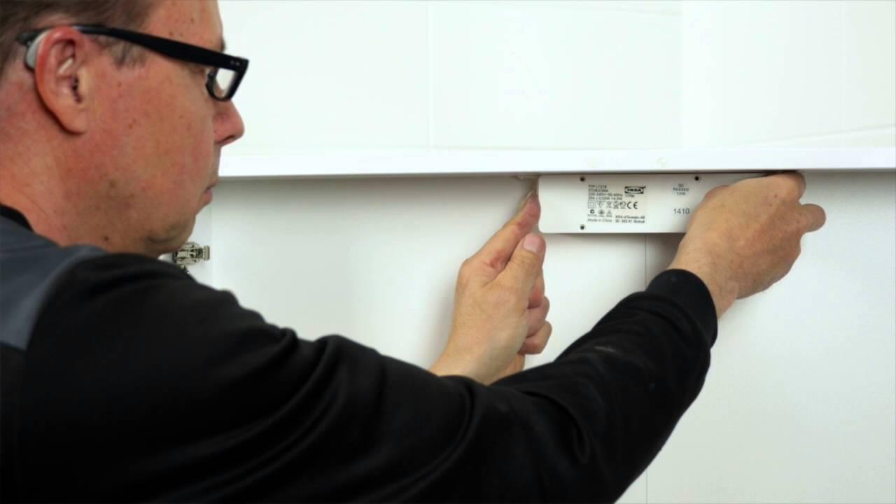 Hoge Spiegelkast Badkamer : Badkamers: hoe installeer je een hoge kast en spiegelkast met