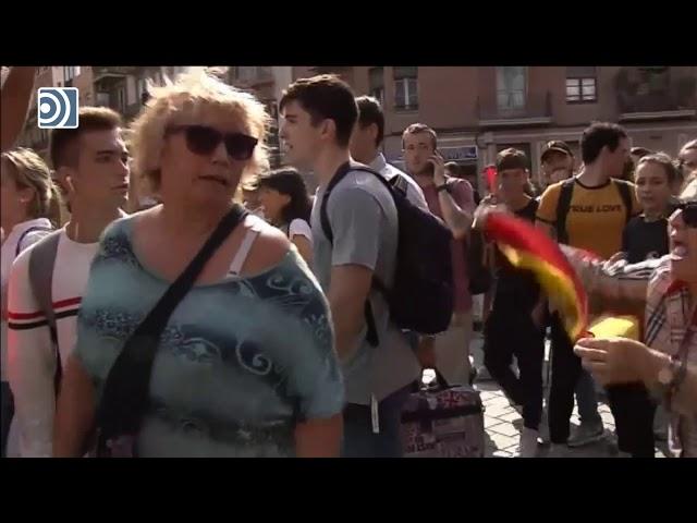 Brutal agresión a una mujer con una bandera de España en las protestas contra la sentencia del 1-O