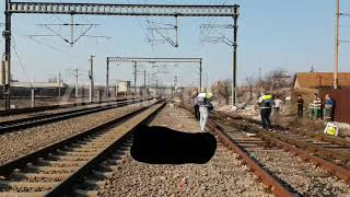 Imagini de la eveniment. Accident pe calea ferată la Constanța. Un bărbat a fost lovit de tren. Vict