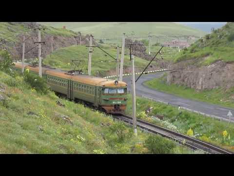 Армянская ЭР2-К-985 утром в горах