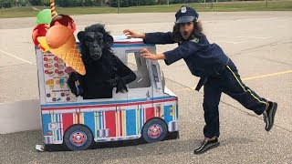 Police Buy Ice Cream from the Ice Cream Truck!! Kids Pretend Play compilation part 2