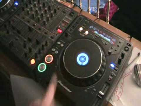 DJ Demonstration Pitch Bend On The Pioneer CDJ-1000